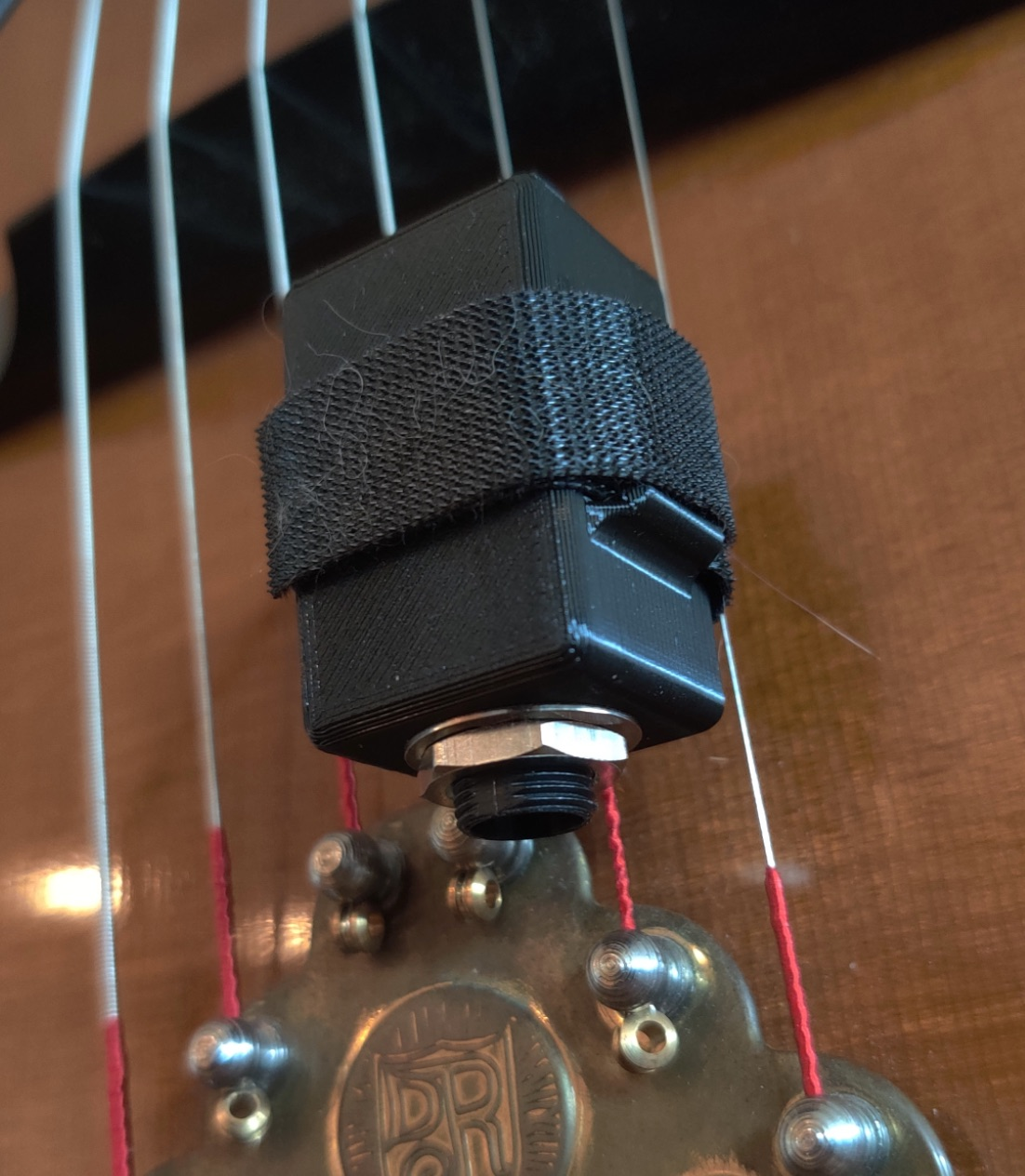 Removable 1/4″ input jack enclosure for Archtops and Selmer-style guitars